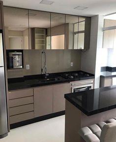Cor dos móveis #Cozinha Black Kitchens, Cool Kitchens, Minimalist Kitchen, Kitchenette, Kitchen Dinning, Kitchen Sets, Kitchen Tiles, New Kitchen, Kitchen Decor