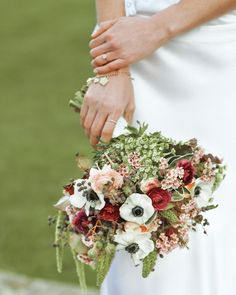 Heather's bouquet of 'Juliet' roses, dusty pink and burgundy ranunculus, white anemones, trailing green amaranths, parsley, and mint arrived in time for prewedding photos with her husband-to-be at the Thanksgiving-day destination wedding in England.