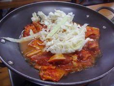 Na skok do Japonska – kuře teriyaki se sladkými shiitake Asian Recipes, Ethnic Recipes, Thai Red Curry, Sushi, Chili, Chile, Chilis, Asian Food Recipes, Sushi Rolls