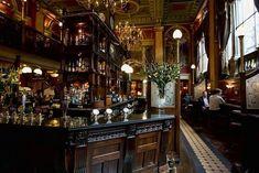 A drink in an English Pub Pub Design, Restaurant Design, Restaurant Bar, Modern Restaurant, House Design, London Decor, Pub Interior, Interior Design, Pub Decor