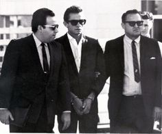 October 1965 - Johnny Cash makes bond. The Man in Black, center, is flanked by a bondsman and a U. Cash was arrested at the airport and charged with importing and concealing over pills and tranquilizers. Johnny Cash, Johnny And June, Men In Black, Black And White, Recital, Country Singers, Country Music, Musica Country, June Carter Cash