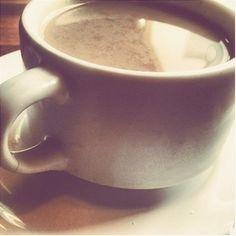 Começando o dia de bem com a vida:Com o cafezinho sagrado de todas manhãs!