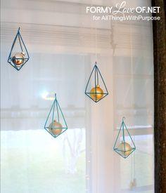 이미지 출처 http://formyloveof.net/wp-content/uploads/2014/11/alternaing-lengths-hanging-in-front-of-window-himmeli-ornaments.jpg