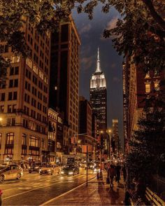 Empire State Building from Ave, Manhattan NYC. Photography Beach, Landscape Photography Tips, Nature Photography, New York City, City Aesthetic, Travel Aesthetic, New York Pictures, Dream City, New York Post