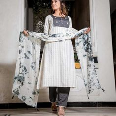 💐💐💐skc💐💐💐 Linning print kurta with hand work on neck pattern And with plazo And batik The post Arhams Presents appeared first on Arhams.
