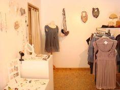 En juillet 2011, Hic & Nunc Store s'installe pendant 1 mois à la galerie Le passage à Strasbourg. Sélection de créatrices de Strasbourg, Nancy, Paris, Lyon, de bijoux, chaussures, sacs, robes, headband et plus encore. Prochaines dates et vente créateur sur le site http://www.hicetnunc-store.com/