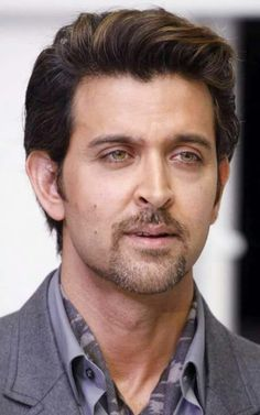 Hrithik roshan 30.12.17 Indian Bollywood Actors, Bollywood Stars, Bollywood Celebrities, Hrithik Roshan Hairstyle, Handsome Indian Men, Hair Movie, Hairstyles For Gowns, Indian Men Fashion, Photography Poses For Men
