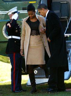 Michelle Obama Barack Obama Photos Photos: President And Mrs. Obama Return From Nobel Prize Ceremony In Norway Michelle Obama Photos, Michelle Obama Fashion, Michelle And Barack Obama, Black Presidents, American Presidents, American History, American Women, Native American, Joe Biden