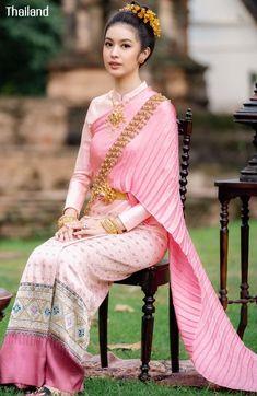 Thai Traditional Dress, Traditional Wedding Dresses, Traditional Outfits, Thai Fashion, Thai Dress, Thai Style, Girls Image, Historical Clothing, Beautiful Asian Girls