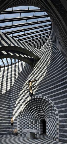 Mario Botta's Mountain Church in Mogno, Switzerland Interesting Buildings, Amazing Buildings, Modern Buildings, Carlo Scarpa, Famous Architects, Kirchen, Architecture Details, Futuristic Architecture, Construction