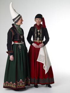 Icelandic national costume - Íslenski þjóðbúningurinn  -- similar to Norwegian & other Scandinavian costumes