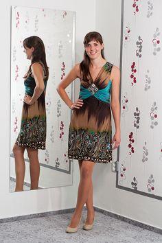 096. Nádherně barevné šaty hodící se ke každé příležitosti.  Vel.: 38/40  Cena: 760,- kč
