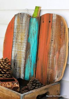20 Pumpkin Craft Tutorials Create your own pumpkin crafts to add to your home decor. The post 20 Pumpkin Craft Tutorials appeared first on Wood Ideas. Fall Wood Crafts, Easy Fall Crafts, Pallet Crafts, Thanksgiving Crafts, Holiday Crafts, Diy And Crafts, Wooden Pumpkin Crafts, Guy Crafts, Pallet Dyi