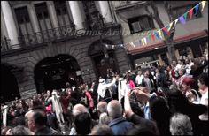 Buenos Aires celebra Siria 2014 - Ballet Ikram bailando con la gente - paginasarabes