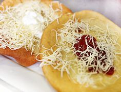 Denné menu Vranov | Langoše so smotanou, kečupom a strúhaným syrom - reštaurácia Hotel Patriot*** #hotel #restauracia #dennemenu