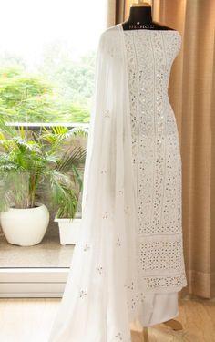 Indian Fashion Dresses, Pakistani Dresses Casual, Indian Gowns Dresses, Dress Indian Style, Pakistani Dress Design, Indian Designer Outfits, Designer Anarkali Dresses, Designer Party Wear Dresses, Kurti Designs Party Wear