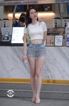 Korean Street Fashion, Asian Fashion, Girl Fashion, Womens Fashion, Beautiful Asian Girls, Sexy Asian Girls, Great Legs, Cute Girl Outfits, Women Swimsuits