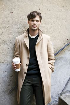 Matthew Gray Gubler - Obsessed with overcoats this season. An instant smart touch to a casual outfit. Matthew Gray Gubler, Matthew Grey, Mode Masculine, Sharp Dressed Man, Well Dressed, Male Clothes, Mantel Camel, Outfits Hombre, Herren Outfit