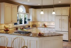 Best White Kitchen Cabinets With Black And White Granite Countertops For Simple Kitchen Idea Refacing Kitchen Cabinets, White Kitchen Cabinets, Painting Kitchen Cabinets, Oak Cabinets, Kitchen Living, Diy Kitchen, Kitchen Decor, Kitchen Ideas, Kitchen Magic