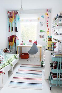 Bright colors in kid's room. Marimekko curtains, String shelves, Arne Jacobsen Drop chair, Ikea, green Jieldé floor lamp, Artek desk | Vaihtelevasti Valkoista