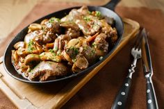 Our chicken livers are fried and then cooked in the slow cooker with an earthy, flavorful sauce. You can make this dish with chicken thighs too. Crock Pot Chicken, Chicken Liver Recipes, Slow Cooker Chicken, How To Cook Chicken, Crockpot Recipes, Cooking Recipes, Healthy Recipes, Gizzards Recipe, Chicken Gizzards