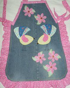 Avental de cozinha em jeans reciclado e patchaplique. Artesã Eliane David.