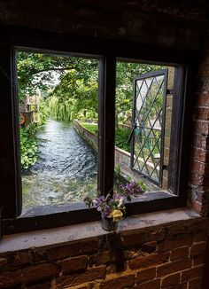 Now that would be an amazing view to have looking out your window!! Reminds me of Rat's home by the river bank in Wind In the Willows.
