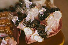 Olha que linda esta Festa Princesas!!Apaixonada pelos detalhes desta decoração encantadora.Lindas ideias e muita inspiração.Bjs, Fabíola Teles.Mais ideias lindas:Convites e Mimos: Aly Nogueira...