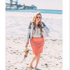 Our pencil skirts are so easy to dress up or down! We love how Jacque from #looksforlovelies styled her H&L #pencilskirt Check out her blog for more photos: www.looksforlovelies.com #honeyandlace #CAapparel #blogger #fashionblogger #styleblogger #blog #fashion #womensfashion #consultantlife #consultant #CA #california #californiagirls #maxi #maxidress #maxiskirt #leggings #businesswomen #businesswoman #businesswomanfashion