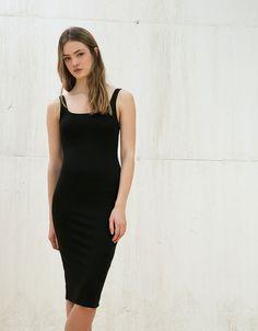 Vestido de malha justo. Descubra esta e muitas outras roupas na Bershka com novos artigos cada semana
