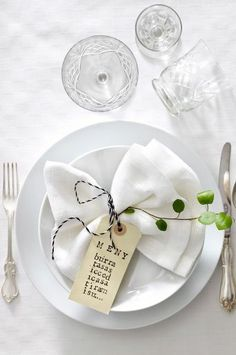 Wedding Business Advertising for Wedding Vendors Deco Table Noel, Table Setting Inspiration, Christmas Table Settings, Napkin Folding, Fall Table, Elegant Table, Decoration Table, Dinner Table, Wedding Table