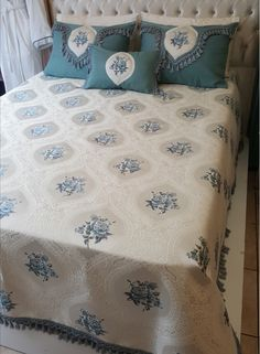 Diy Fashion Hacks, Quilts, Blanket, Crochet Dolls, Bed Sheets, Womens Fashion, Quilt Sets, Blankets, Log Cabin Quilts