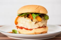 Italian Turkey Burger ~ Just like those sausage-and-pepper festival sandwiches, but in burger form. Easy Turkey Burger Recipe, Best Burger Recipe, Hamburger Recipes, Heart Healthy Recipes, Healthy Dinner Recipes, Healthy Meals, Healthy Eating, Easy Meals, Diet Meals