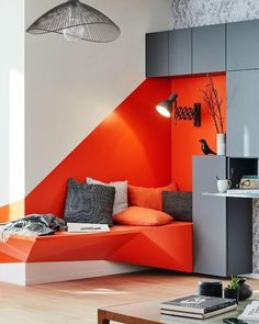 Créer une banquette murale Peeled off the ground and highlighted by a strong color, this bench is complemented by a wall of storage. Home Decor Furniture, Furniture Design, Home Interior Design, Interior Architecture, Wall Seating, Wall Bench, Apartment Bedroom Decor, Deco Design, Colorful Interiors