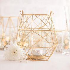 MEGA NOWOŚĆ prosto zza granicy! Nowoczesny, designerski lampion do zawieszenia. Jego geometryczna forma idealnie sprawdza się na nowoczesnych przyjęciach i wpisuje się w najnowsze trendy weselne! #kolekcjaslubna #slub #wesele #dekoracjeweselne #dekoracjeslubne Candle Holders, Trendy, Candles, Porta Velas, Candy, Candle Sticks, Candlesticks, Candle, Candle Stand