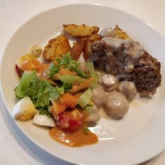 Tupun tupa: Lihamureketta ja lohkoperunoita herkkusienikastikk... Eggs, Beef, Breakfast, Food, Meat, Morning Coffee, Essen, Egg, Meals