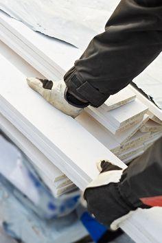 Nybygg eller restaurering – fabrikkmalt kledning sparer deg for verdifull tid i krevende byggeprosesser. Pent og fornuftig er det også.