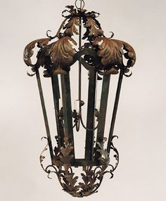 Lanterne de style bizantine de fabrication artisanale par les artisans du lustre: www.i-lustres.com  Pour toute information: 06 26 47 27 02 #lanterne #lanterneartisanale #ferforge