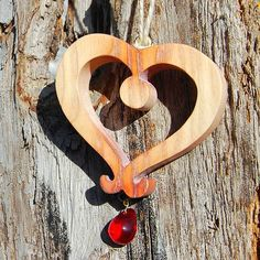 Linden Wood, Unique Gifts For Women, Heart Wall, Wooden Hearts, Christian Gifts, Before Christmas, Wood Grain, Wood Art, Gift Wrapping