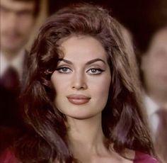 Italian Beauty, Turkish Beauty, Classy Aesthetic, Bad Girl Aesthetic, Celebrity Makeup Looks, Most Beautiful Faces, Beauty Full Girl, Vintage Beauty, Vintage Makeup