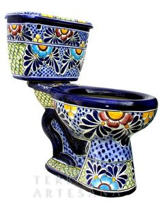 I can't believe that a toilet can be this beautiful. This is definitely my dream toilet. For the Mexican Home: Talavera Toilet Seats? Decoration Wc Originale, Wc Decoration, Mexican Home Decor, Mexican Art, Mexican Style, Mexican Bedroom, Bar Mexicano, Talavera Pottery, Deco Boheme