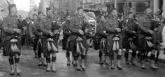 Tour Scotland Photographs: Old Photograph Pipers Of The Royal Scots Regiment Glasgow Scotland