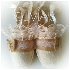 Alpargatas decoradas para comuniones, bodas y diferentes eventos Ropa Shabby Chic, Ballet Shoes, Dance Shoes, Diy Accessories, Toddler Dress, Designer Shoes, Casual Shoes, Shoe Boots, Sneakers