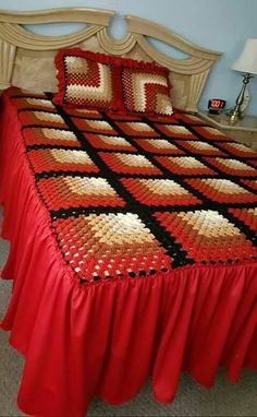 1 million+ Stunning Free Images to Use Anywhere Crochet Bedspread Pattern, Granny Square Crochet Pattern, Afghan Crochet Patterns, Crochet Squares, Bed Cover Design, Designer Bed Sheets, Granny Square Häkelanleitung, Lace Bedding, Crochet Home