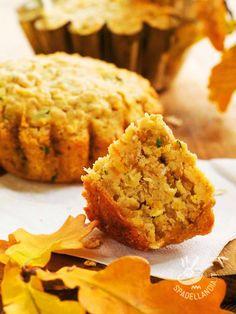 I Muffins salati di carote e noci sono preparazioni golose, facilissime e irresistibili. Se conoscete i muffins solo nella versione dolce provateli!