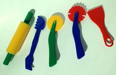 Ferramenta para brincar de massinhaPara modelar a sua massinha com mais criatividade  Características do Produto Cores vibrantes e coloridas. De plástico. Fácil de usar e limpar.