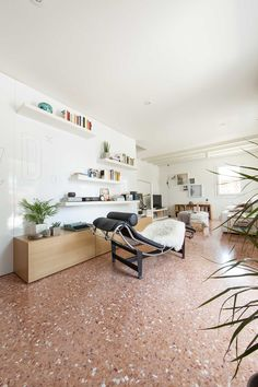 entrance Tagged: Living Room and Marble Floor. House PB by Didonè Comacchio. Browse inspirational photos of modern living rooms. Decor Home Living Room, House, Minimalist Bedroom, Home, Tiny Spaces, Interior Design News, Terrazzo Flooring, Historic Homes, Minimalist Home