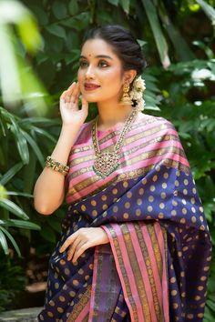 Mysore Silk Saree, Silk Saree Kanchipuram, Silk Sarees, Saree Blouse Patterns, Saree Blouse Designs, Fancy Blouse Designs, Gold Designs, Saree Poses, Saree Trends