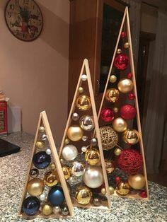 a20bb29e956 Bellos pinos navideños de madera y esferas Casas De Navidad