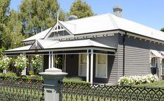 60 Stunning Australian Farmhouse Style Design Ideas - Page 42 of 56 - Abidah Decor Exterior Paint Colors, Exterior House Colors, Exterior Design, Paint Colours, Farmhouse Floor Plans, Farmhouse Style, Farmhouse Ideas, Farmhouse Decor, Style At Home